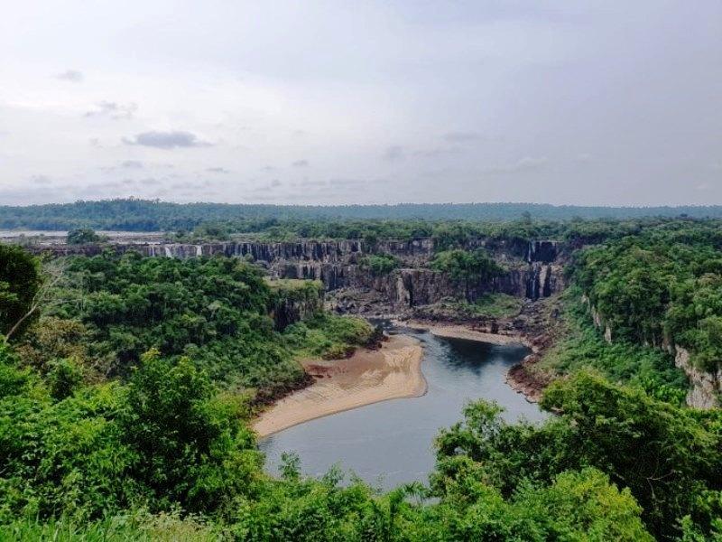 Falta de chuva e seca muda cenário das Cataratas do Iguaçu