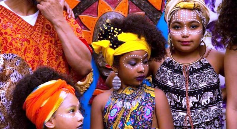 Movimento Meninas Crespas busca a valorização da cultura afro