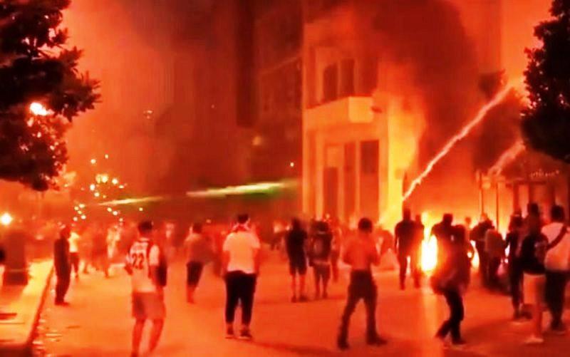 Beirute tem bombas de gás e focos de incêndio em novos protestos