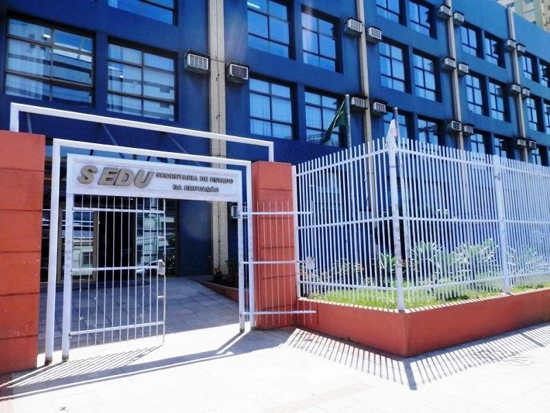 Governo do ES publica portaria com diretrizes para retorno às aulas presenciais