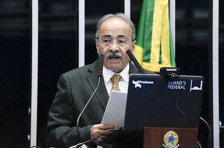 Bolsonaro destitui oficialmente senador Chico Rodrigues do cargo de vice-líder do governo