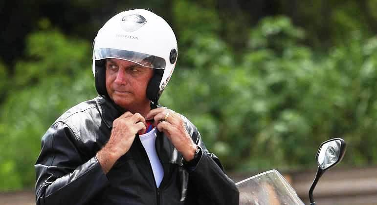 Como antecessores, Bolsonaro escapa da agenda oficial para lazer