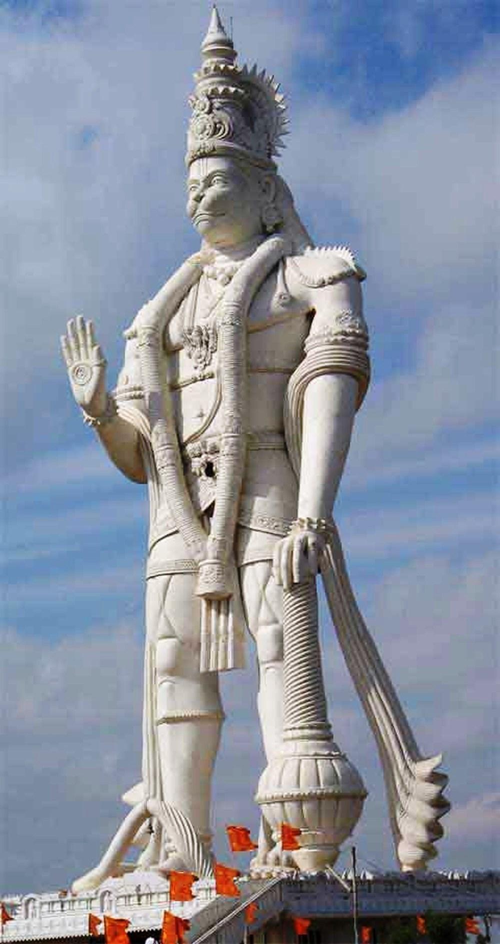 Quem é o deus-macaco indiano que simbolizou a entrega das vacinas de Oxford à Fiocruz
