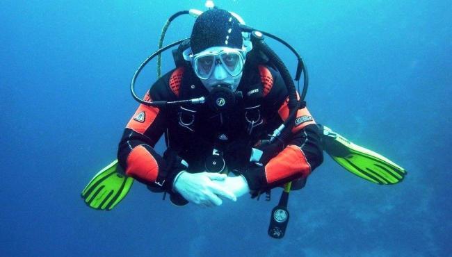5 lugares incríveis para mergulhos no Brasil
