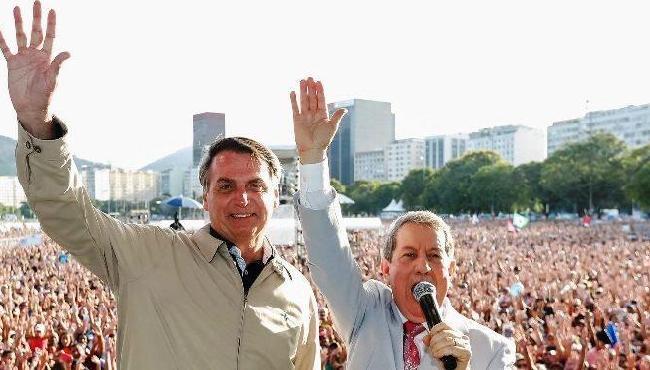 Congresso dá aval para Bolsonaro perdoar R$ 1 bilhão em dívidas de igrejas