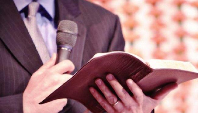 Em nome de um vereador, pastor promete testes de Covid-19 aos fiéis