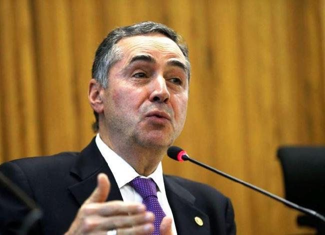 Em sessão virtual, Barroso toma posse amanhã como presidente do TSE