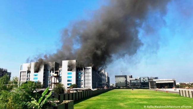 Incêndio em fabricante de vacinas na Índia deixa pelo menos 5 mortos