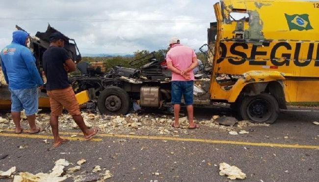 Ladrões explodem carro-forte na Bahia, mas não conseguem levar dinheiro