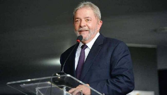 Lula diz que Bolsonaro comete sorrateiramente crime de lesa-pátria