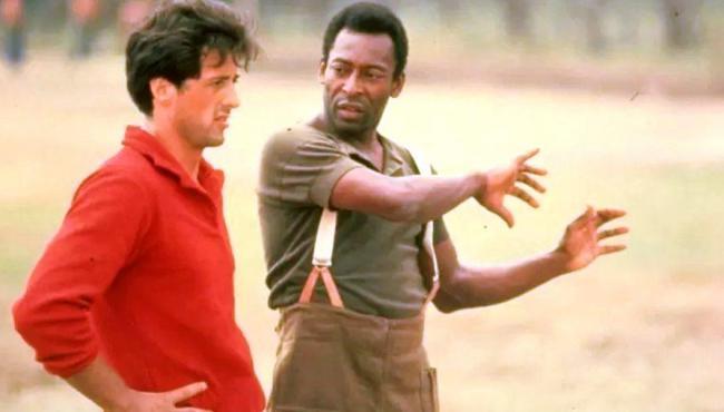 Stallone conta que teve o dedo quebrado por Pelé em gravação de filme